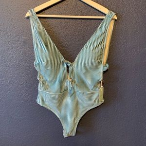 NEW CUPSHE One Piece Stripe Swimsuit Size Large